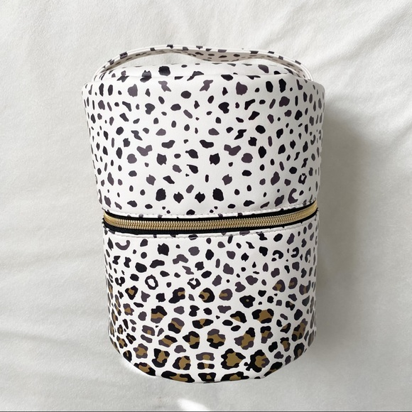 YOUNG LIVING leopard oil diffuser travel case